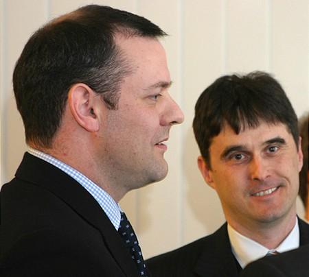 Rupert Foster (MOL befektetési kapcsolatok) és Veres Zsolt (a díj szponzorának, SAP kereskedelmi igazgatója)
