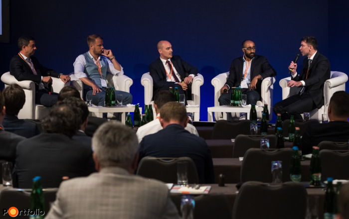 Financial innovation - opportunities and challenges in the fintech sector. Conversation participants: András Molnár (CEO, PortfoLion Ltd.), Zsigmond Bodnár (Founder, TechTeamer & FaceKom), Norbert Bial (Investment Manager, Euroventures Zrt.), Vic Arulchandran (COO, Nivaura), and the moderator,  Zoltán Lengyel (Partner, Allen & Overy)