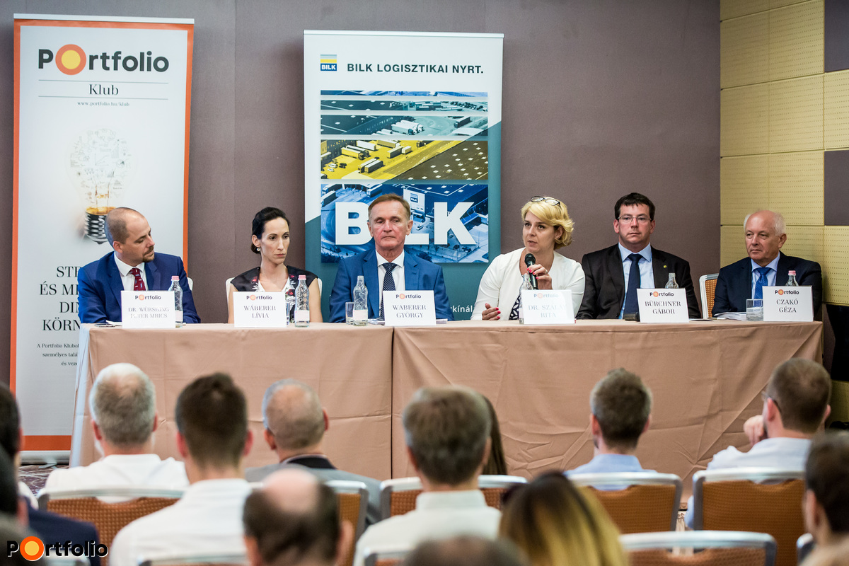 A panelbeszélgetés résztvevői: Dr. Würshing Péter (Head of leasing, JLL), Wáberer Lívia (CEO, BILK), Waberer György (tulajdonos), Dr. Szalay Rita (igazgató, Kibocsátói Igazgatóság, Budapesti Értéktőzsde), Bürchner Gábor (igazgató Raiffeisen Zrt.) és Czakó Géza (gazdasági vezérigazgató-helyettes, BILK)