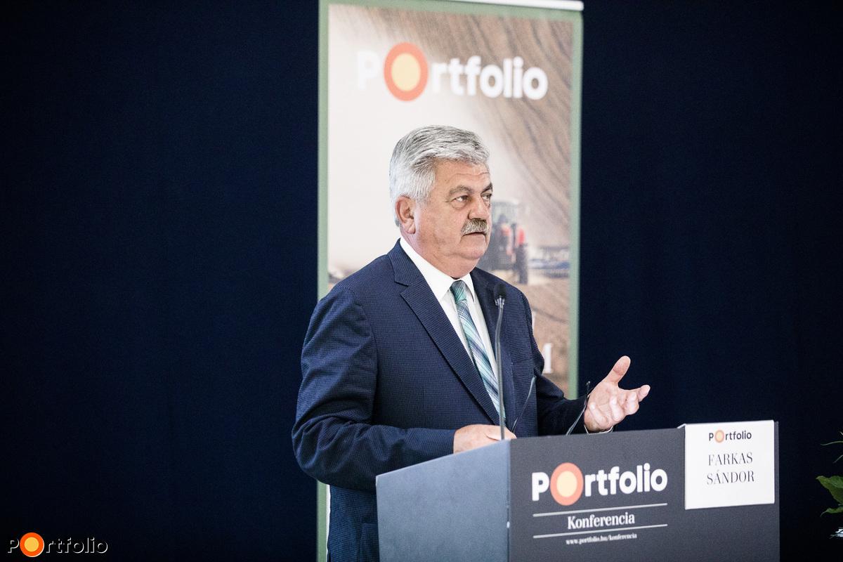 Farkas Sándor, az Agrárminisztérium miniszterhelyettese köszöntötte a rendezvény résztvevőit