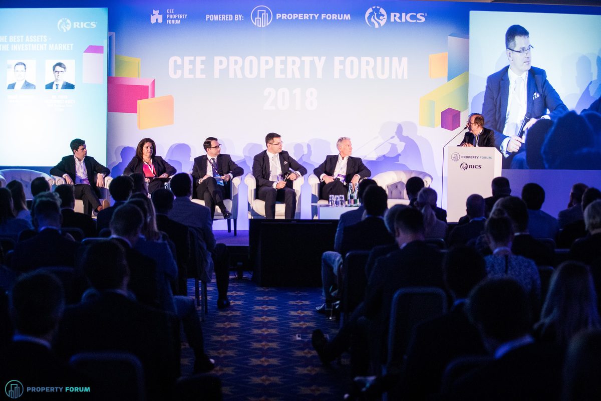 Investment panel: James Quill (Prologis), Lila Pateraki (Zeus), Dr. Piotr Goździewicz (BNPPRE), Tomáš Běhounek (bnt attorneys in CEE), Mike Atwell (JLL), Jean-Bernard Wurm (Secure Legal Title, London)
