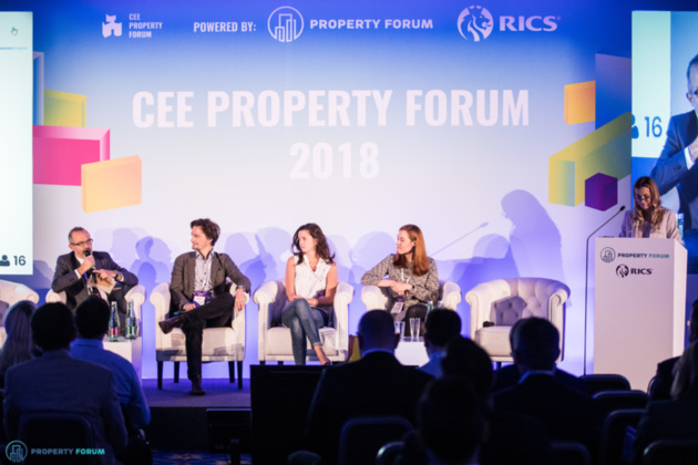 Panel discussion about the future-proof workplace: John Newton (Tétris), Maciej Markowski (spaceOS), Natalia Kiskova (HubHub), Karolina Dudek (BNP Paribas Real Estate Poland), Monika Rajska-Wolińska (Colliers)