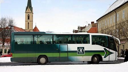 A buszon már OTP logó van...