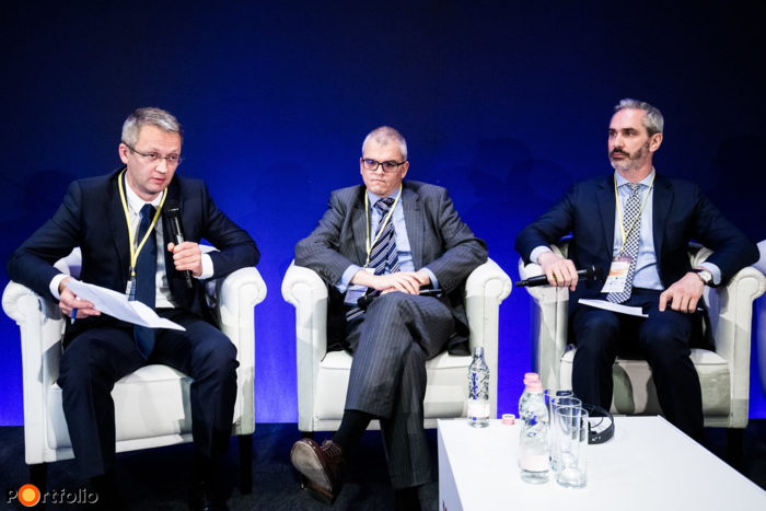 Returning to normal or falling apart? – Regional state of affairs. Participants of the panel: Dan Bucsa PhD (Chief CEE Economist, Unicredit Bank AG in London), Timothy Ash (Head of EM research, Blue Bay Asset Management) and the moderator, János Samu (Deputy CEO, Concorde Értékpapír)
