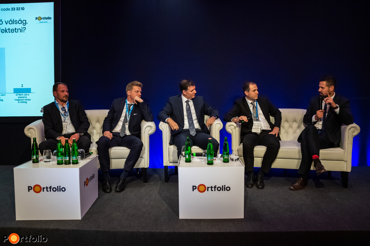 Challenges in building assets and portfolios – What does the property mania cause? Participants of the panel: Gergely Biró (Chairman-CEO, Diófa Alapkezelő), Doron Dymschiz (Owner, Duna House), András Kállay (Private Banking Kompetencia Központ Igazgató, Head of Private Banking Competence Center), Zoltán Scharek MRICS (‎Deputy CEO, Raiffeisen Investment Fund Management) and the moderator, Gergely Ditróy (Head of Property Division, Portfolio)