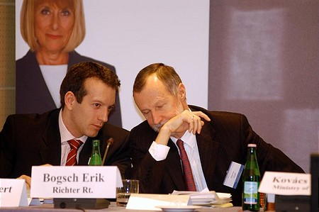 Róbert Láng (portfolio.hu) and Erik Bogsch