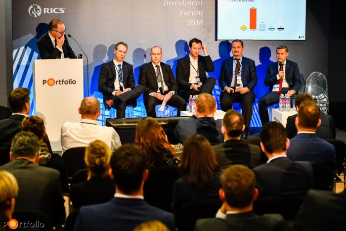 Investment and financing: What and for how much? The demand is there but the product is often missing. Conversation participants: Zsolt Morvai (Director, Takarék Csoport, Takarékbank Zrt.), János Kocsány (CEO, Graphisoft Park), Péter Kereskényi (Head of Real Estate, Acquisition and Syndicated Finance, Raiffeisen Bank Zrt.), Róbert Hrabovszki (CFO, BIF Nyrt.), Dr. László Baranyai (osztályvezető, Kibocsátási Engedélyezési Önálló Osztály, MNB) and the moderator Dr. Gábor Erdős (Partner, Head of Deloitte Legal, Deloitte Legal Erdős és Társai Ügyvédi Iroda)