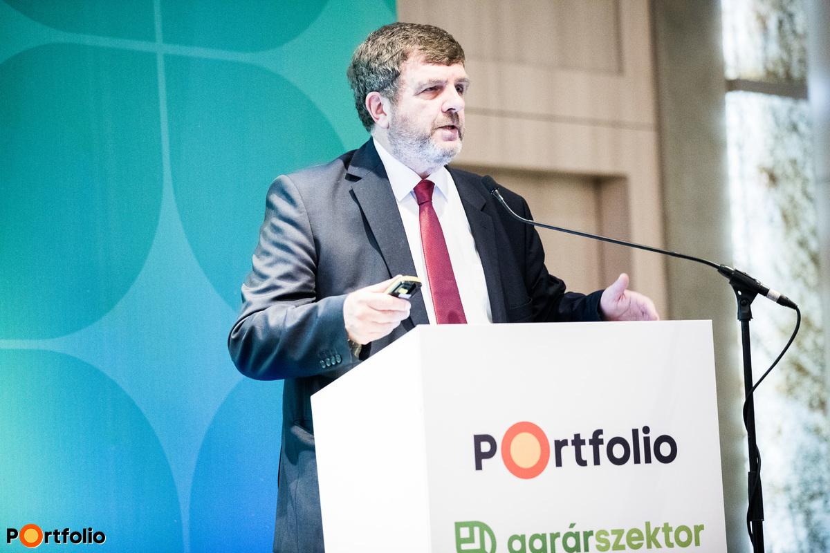 Mikó Zoltán (Választottbíróság elnöke, címzetes egyetemi docens, Nemzeti Agrárgazdasági Kamara): Hosszú távú termelésszervezési szerződések - Előtérben az integráció