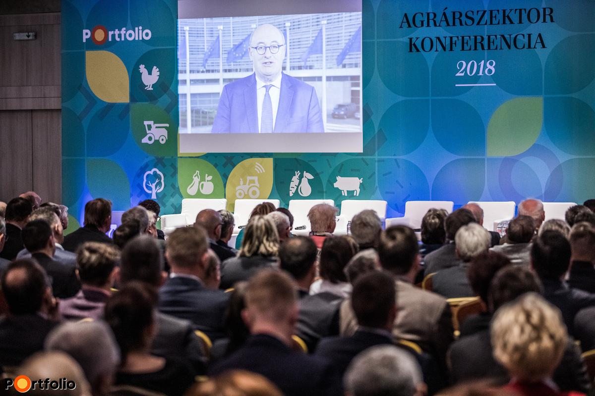 Phil Hogan uniós agrárbiztos videó üzenete a magyar gazdáknak