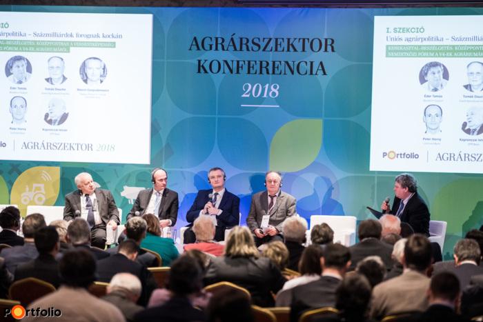 Kerekasztal-beszélgetés: Középpontban a versenyképesség: Nemzetközi fórum a V4-ek agráriumáról. Moderátor: Éder Tamás, pr és vállalati kapcsolatok igazgató, Bonafarm Csoport. A beszélgetés résztvevői: Tomáš Doucha (professzor, Czech Agricultural University, Csehország), Marcin Gospodarowicz (Institute of Agricultural and Food Economics, National Research Institute, Lengyelország), Peter Horný (Head of Agrobiznis Department, UniCredit Bank, Szlovákia), Kapronczai István (agrárszakértő, OTP Bank)