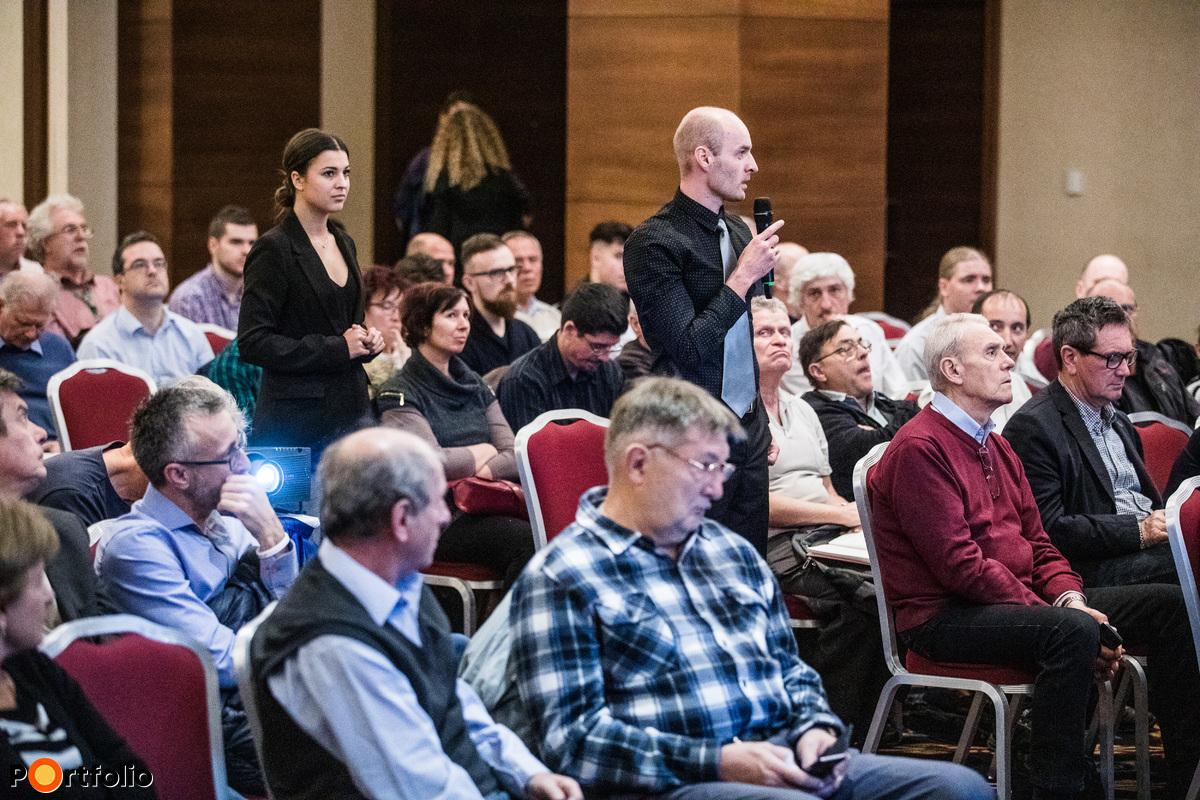 A közönség tagjai is feltehették kérdéseiket a panelbeszélgetés résztvevőinek