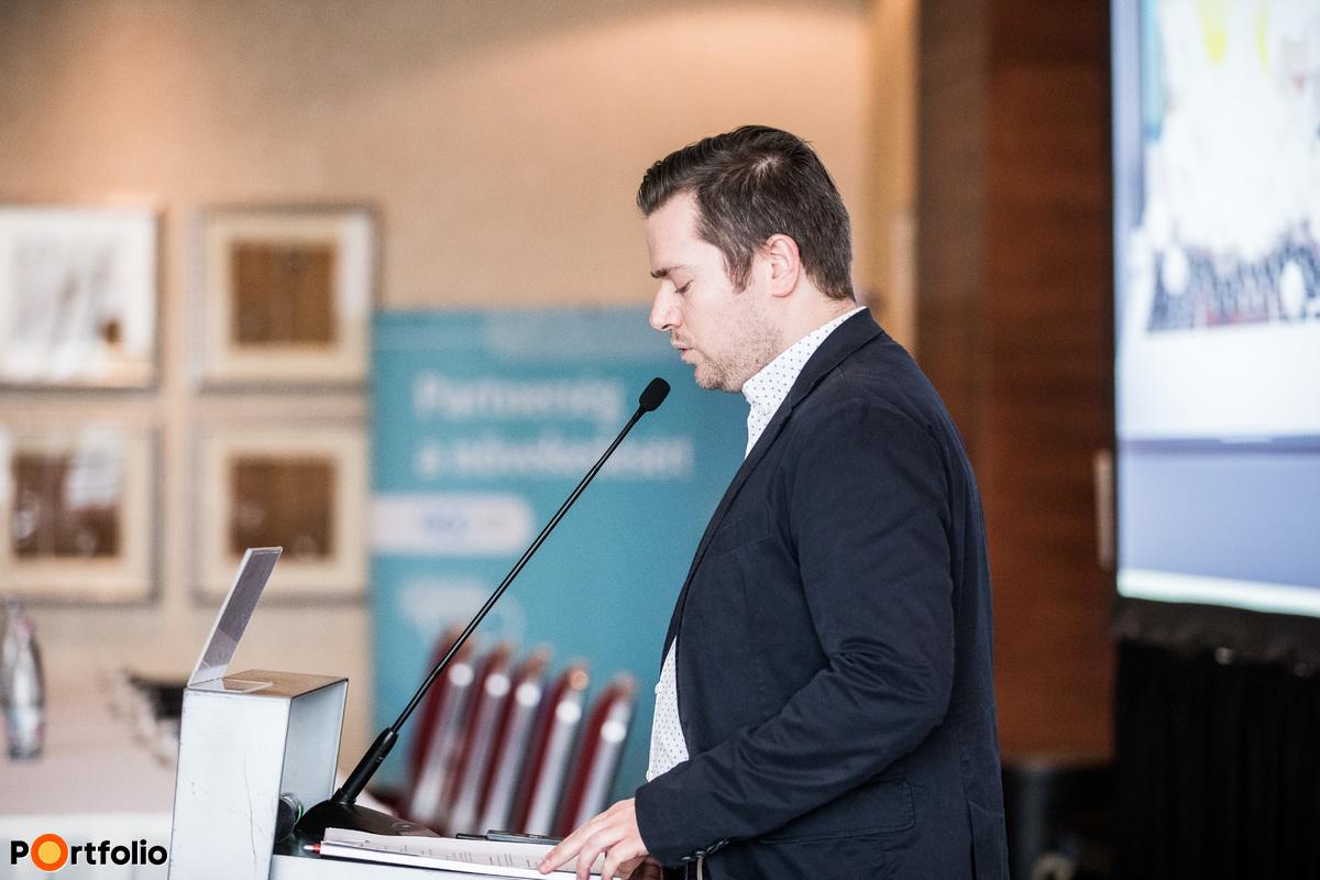 Nagy Bálint (vezető szerkesztő, Pénzcentrum, HelloVidék.hu) köszöntötte a vendégeket
